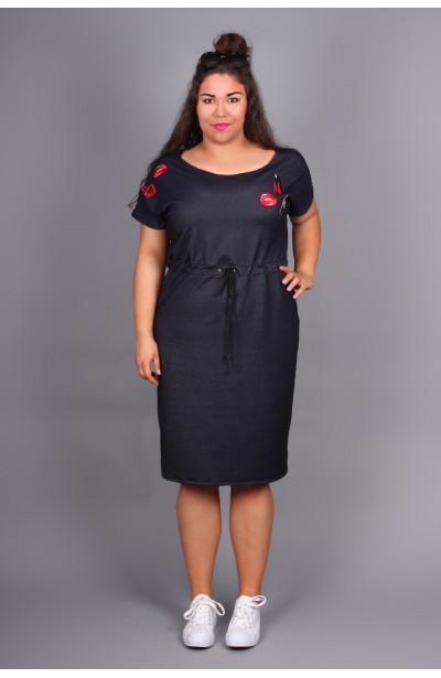 Jeansowa sukienka z naszywkami