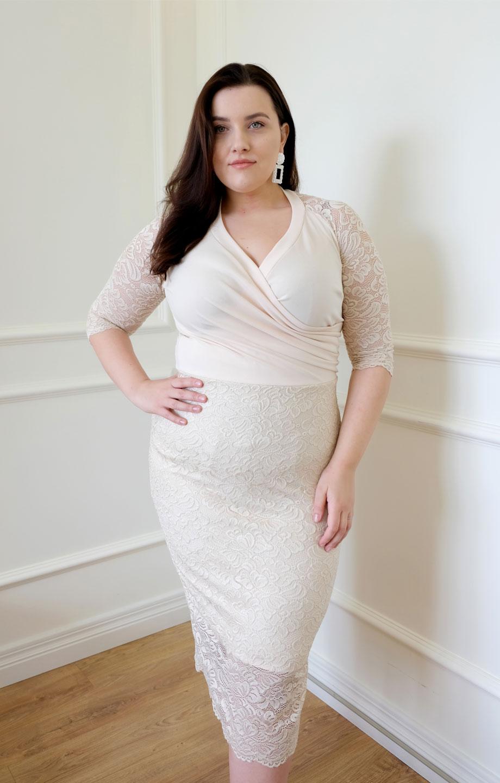 Jasna Elegancka Sukienka Plus Size